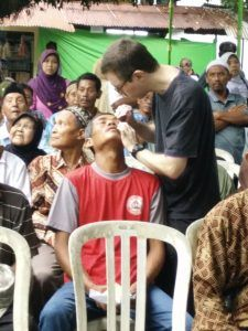 a-new-vision-jombang-eye-camp-april2016-markpatienteyedrops